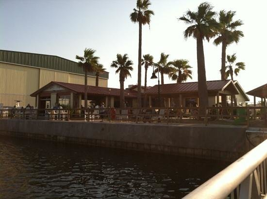 Redfish Willies Waterfront Grill: nice spot on the water