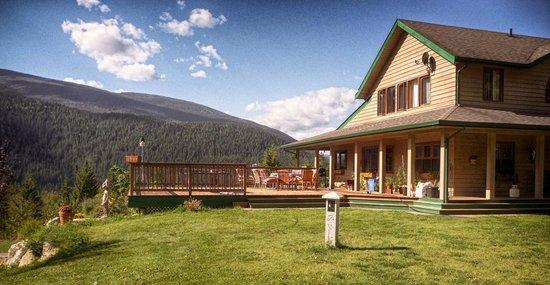 Kokanee Creek Guest Haus: Side View