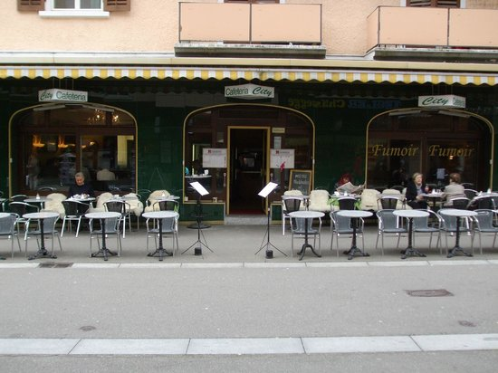 Cafeteria City: Sidewalk seating