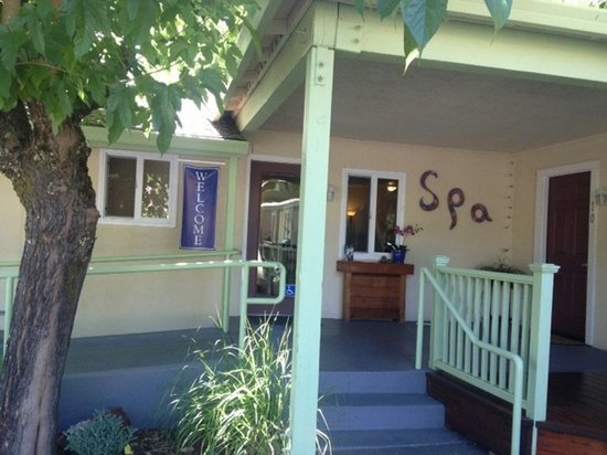 EuroSpa & Inn: Spa available for massages etc
