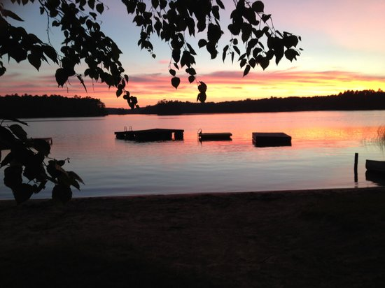 Holiday Acres Resort : Sunset on Lake Thompson