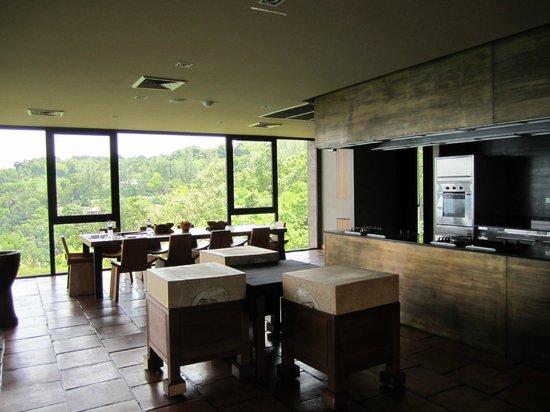 Paresa Resort Phuket : Guest cooking lessons kitchen