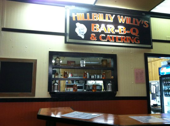 Hillbilly Willy's BBQ: Our new sign!!!!