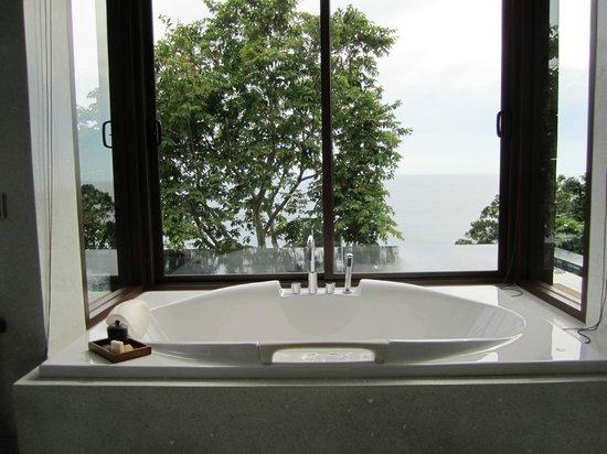 Paresa Resort Phuket : Bathing area overlooking the infinit pool