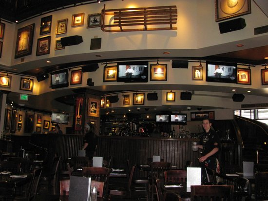 Hard Rock Cafe: Wonderful atmosphere in the Mile High City