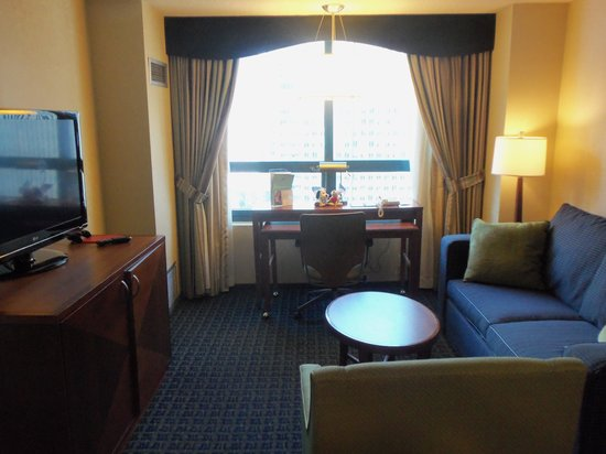 DoubleTree Suites by Hilton Hotel New York City - Times Square: Living Room