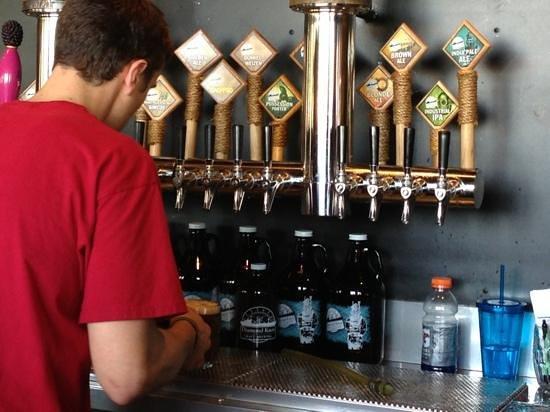 Diamond Knot Brewery and Alehouse: Add a caption