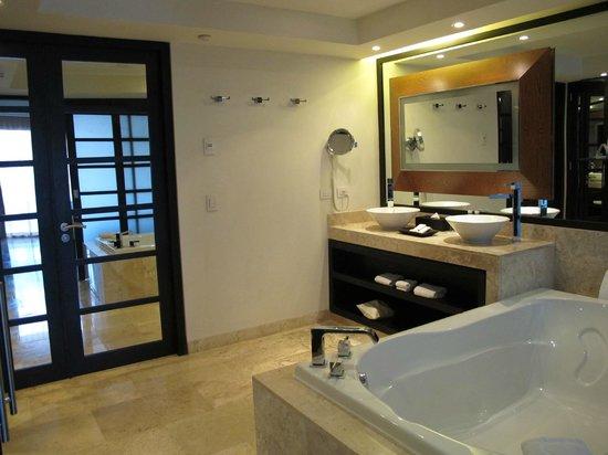 Paradisus Playa del Carmen La Perla: the bathroom