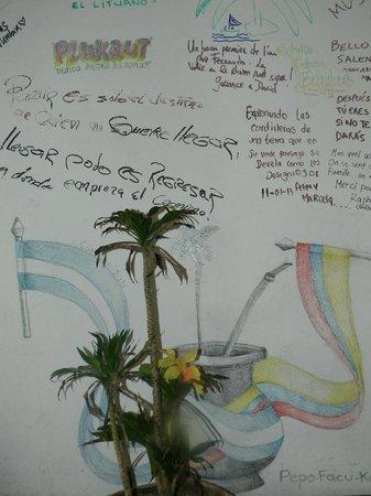 Hostal la Casona: Interior en el hostel donde puedes dejar tu firma o dibujo