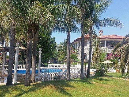 Romantik Villa Dalla : Villa mit wunderschönem (tropischen) Park