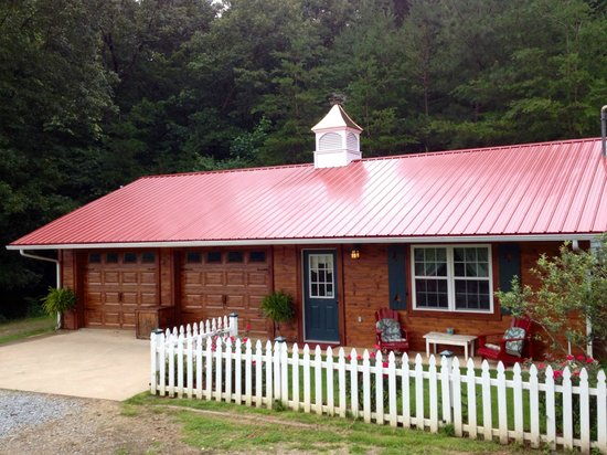 Horse Creek Stable Bed and Breakfast: Private Carriage House Cottage