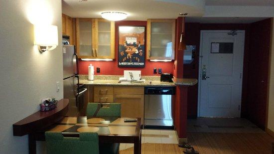 Residence Inn Gravenhurst Muskoka Wharf: Kitchen