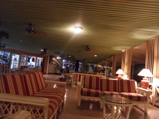 Turtle Beach by Rex Resorts: Lounge Area