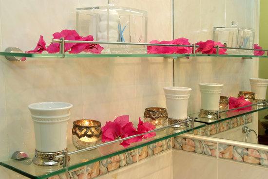 Anchor's Rest: Guest Amenities in Bathroom