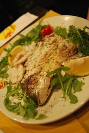 Gira dal Pomo Pizzeria Trattoria: Grilled sea bream