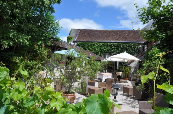 Auberge du Bon Laboureur : Lovely patio