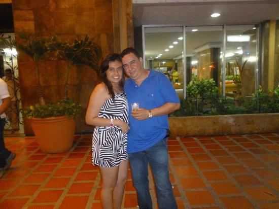 Hotel Cartagena Real: frente al hotel entradami hija un hermano