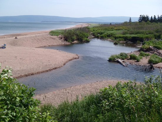 Cape North, Canadá: The stream behind the beach at Cabot's Landing Park