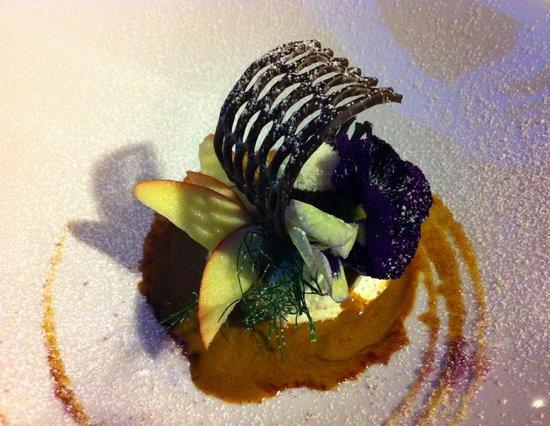 Osteria Della Corte : Dessert - a little piece of art on a humongous plate.
