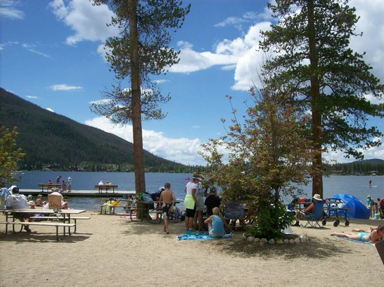 Western Riviera Lakeside Lodging & Events: Beach fun