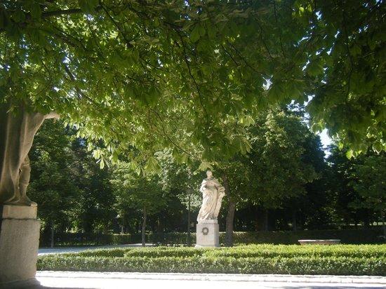 Petit Palace Savoy Alfonso XII Plus : Retrio Park, across the street
