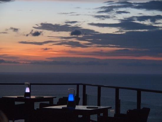 Paresa Resort Phuket: Crépuscule au restaurant.
