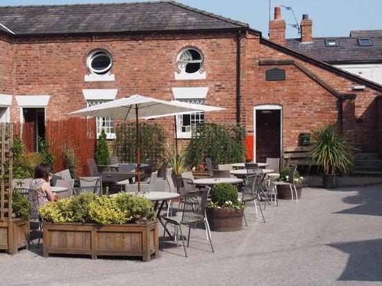 Restaurant at The Swan Tarporley: Back Yard