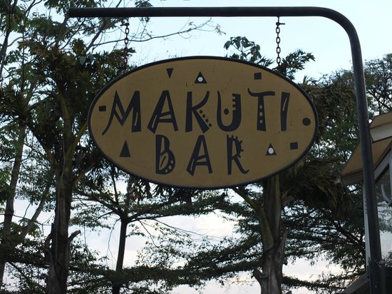 Makuti Bar: entrance