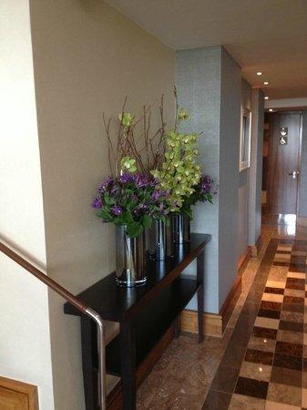 InterContinental London Park Lane: Blumen Deko in der Lounge