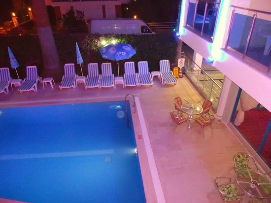 Elit Otel: Part of the pool