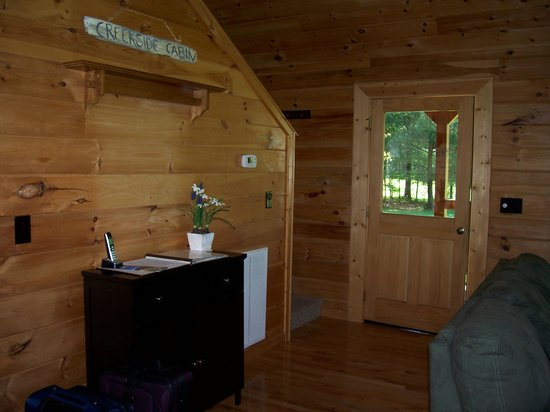 Telliquah Falls Log Cabins: Creekside Melodies - Entry way