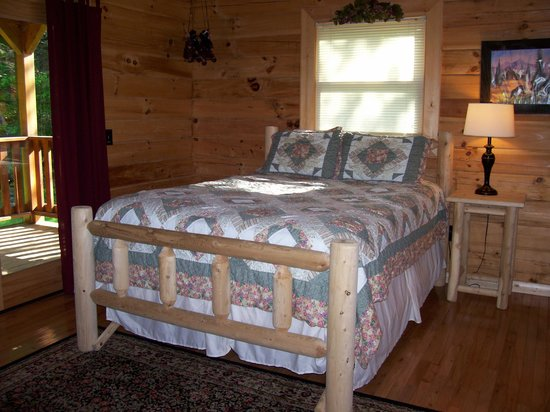 Telliquah Falls Log Cabins: Creekside Melodies - Guest Bedroom