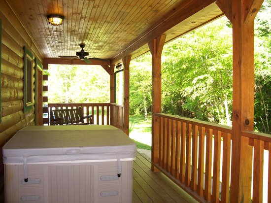 Telliquah Falls Log Cabins: Creekside Melodies - Back Porch