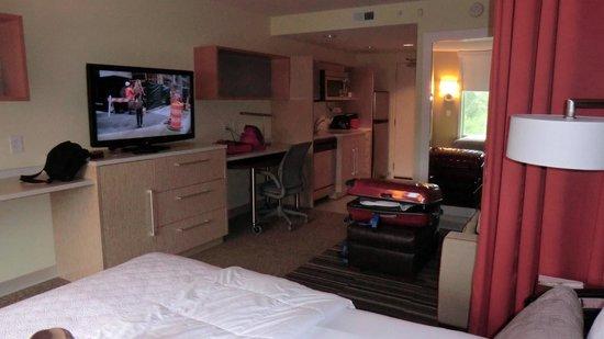 هوم 2 سويتس بالقرب من منتزه هيلتون : Room 311