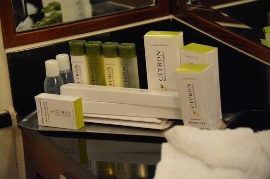 DoubleTree by Hilton Hotel Newcastle International Airport: Bath room amenities