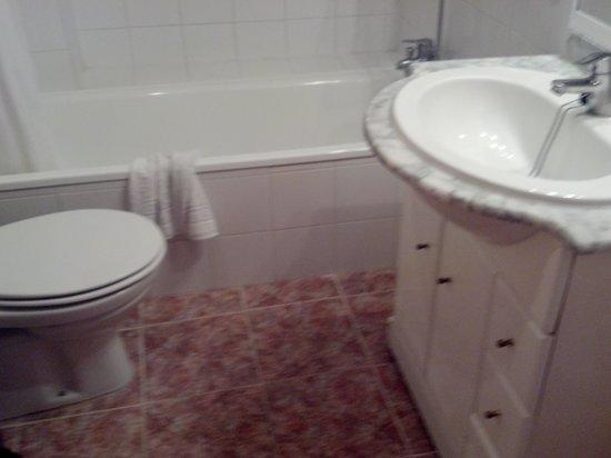 Plaza Santa Ponsa Boutique Hotel: toilet