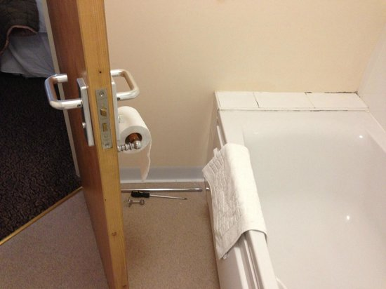 Milton Barns Hotel: The towel rail in pieces