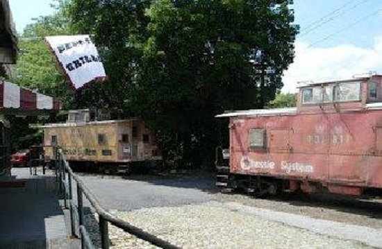 The Depot Grill: Full size Cabooses (Caboosi?)