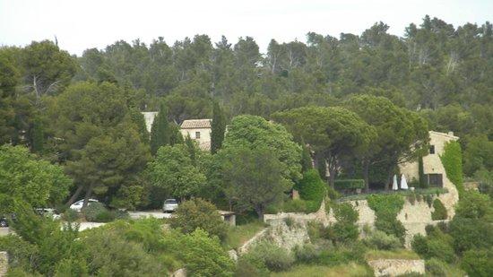 Garrigae Abbaye de Sainte Croix : Wild countryside and escarpment on which Abbaye is built