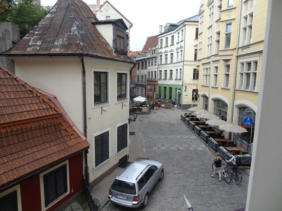 Hotel Justus: The view from my room: the lovely square in front of the hotel...