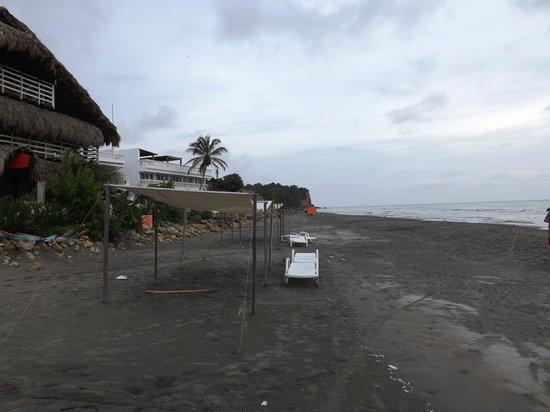 Kohsamui : a praia tem areia vulcânica, é cinza