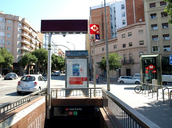 08028 apartments: Les Corts Metro - just outside the apartments