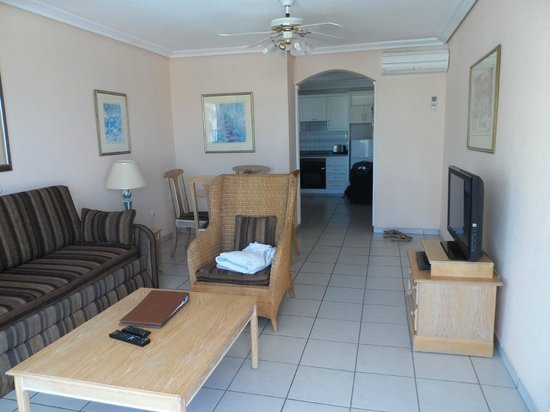 Sunset Bay Club: living room