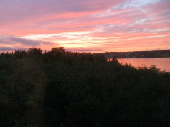 Bras d'Or Lakes Inn: Sunset as seen from our room.