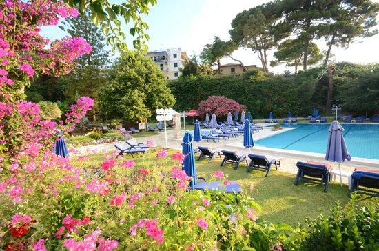 Corfu Palace Hotel: Garden and Pool