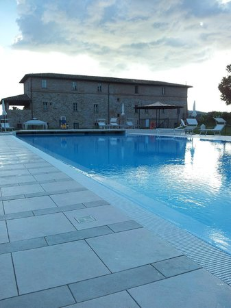 Anna Boccali Resort: View from the swimming pool towards hotel