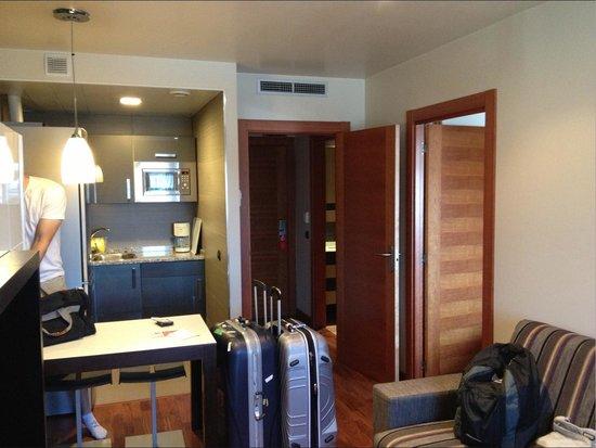Hotel AH San Fermin Pamplona: kitchenette