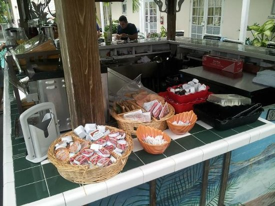 The Palms Hotel- Key West: Breakfast by the pool