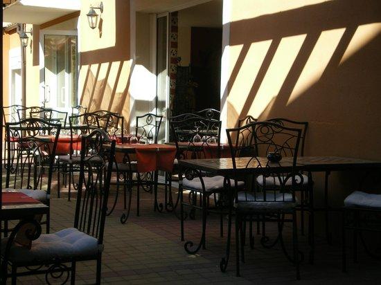 Logis Hôtel de la Clape : le patio