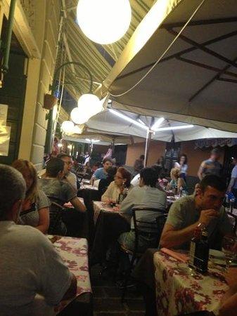 Bar Costantin - La Trattoria : perfektes italienisches Ambiente.